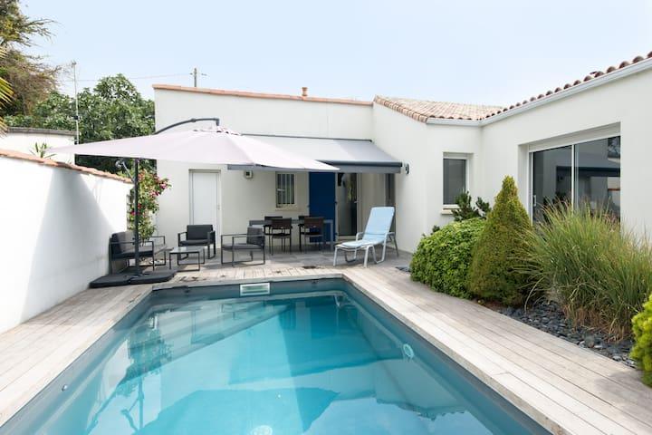 Seaside 4* villa with pool and sauna