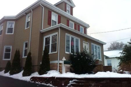 1 Br. in a cozy NJ Colonial Home