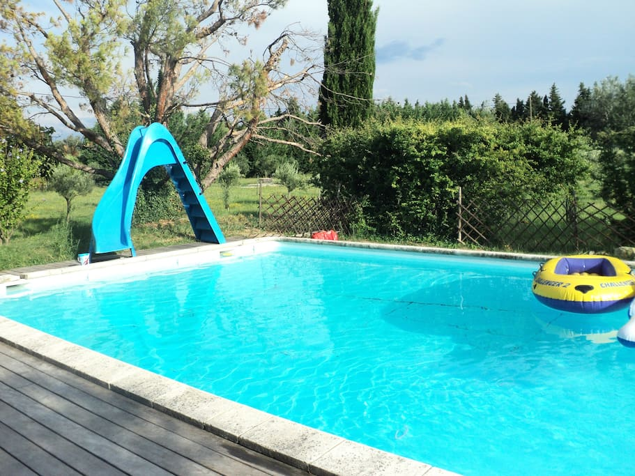 House in provence pool tennis houses for rent in for Toboggan piscine adulte