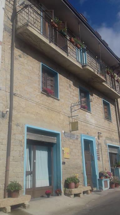 Foto Agriturismo, le stanze si trovano nel piano del balcone.