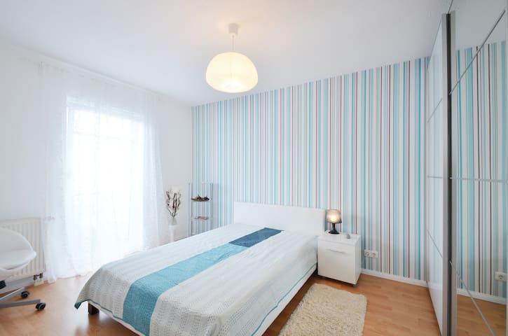 Cozy & quiet room 20' city/airport - Oberschleißheim - Apartamento