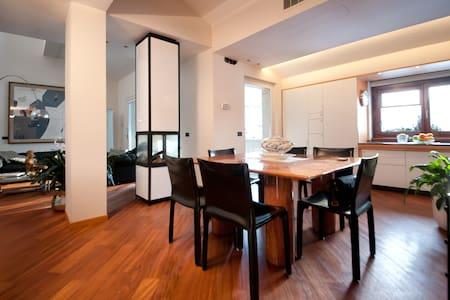 Charming  Modern Flat in Bergamo - แบร์กาโม