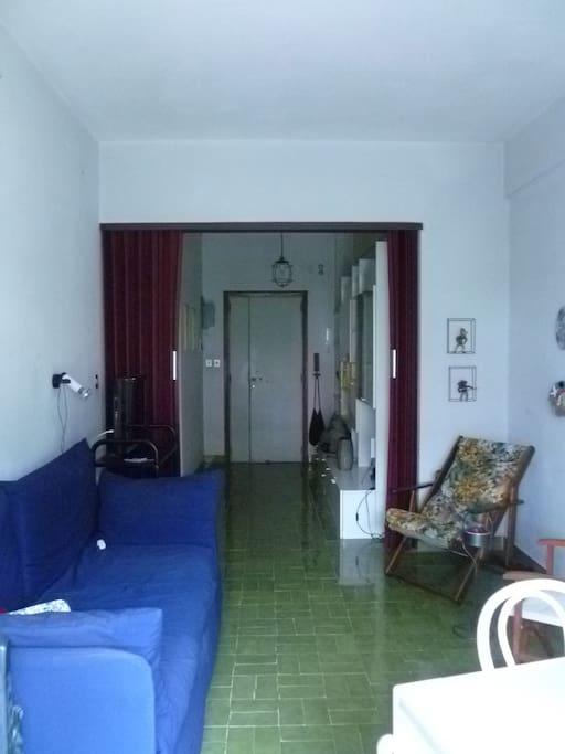 soggiorno e ingresso dal balcone