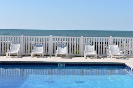 Great Location in OIB with Oceanfront Pool!