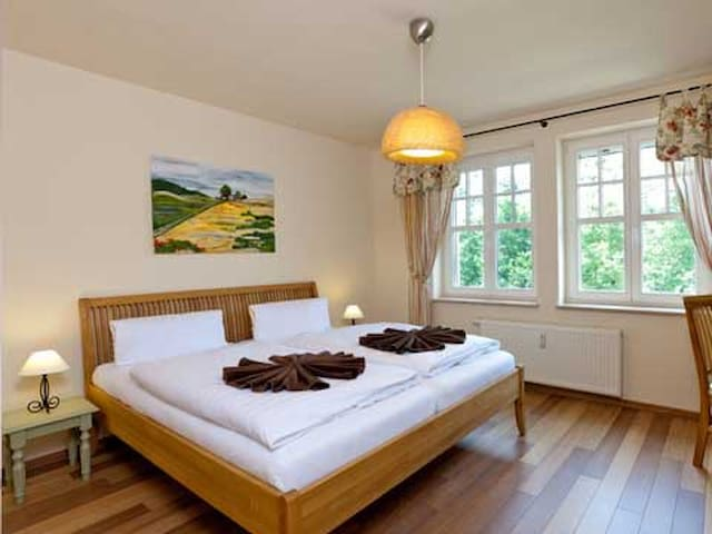 (PHONE NUMBER HIDDEN)-Zimmer-Fewo Seeblick - Chorin - Appartement en résidence