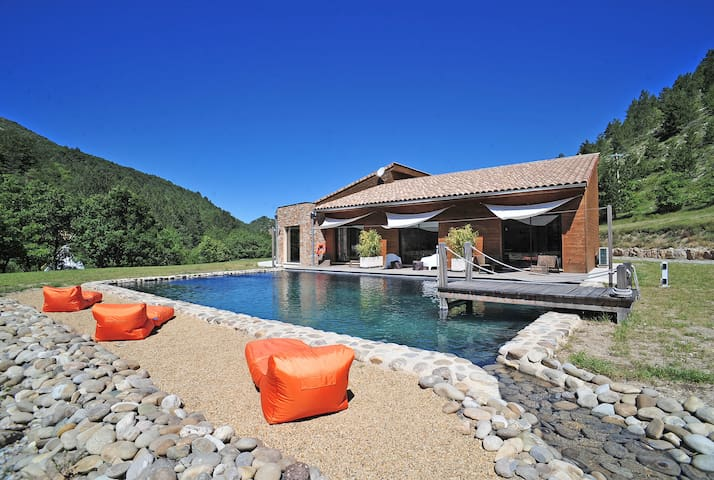 Eco-lodge / piscine naturelle / cadre d'exception