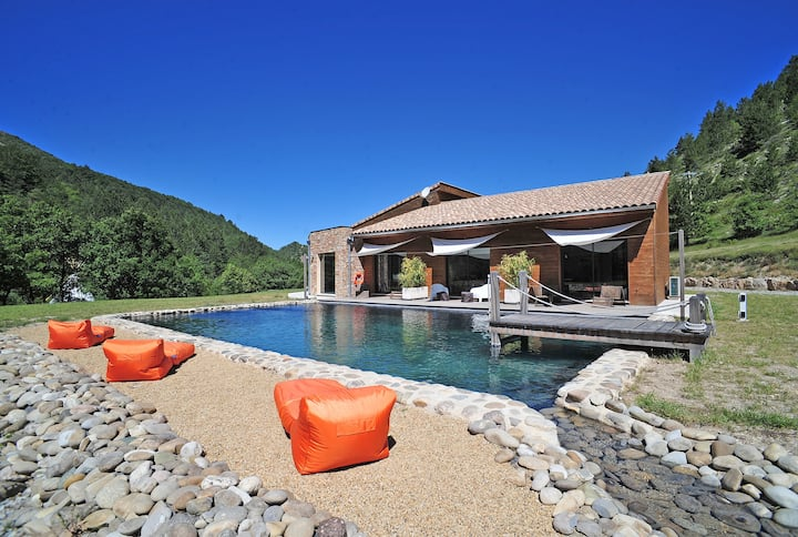 Eco-lodge / piscine naturelle / cadre d'exception