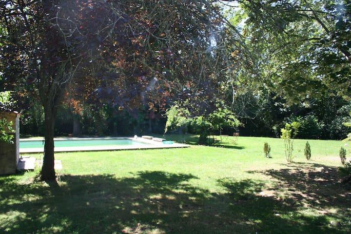 Grande villa avec piscine - Salies-de-Béarn - วิลล่า
