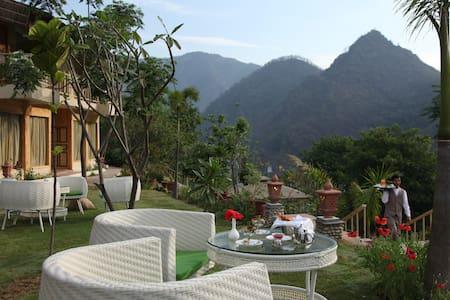 Raga on The Ganges - Rishikesh - Inny