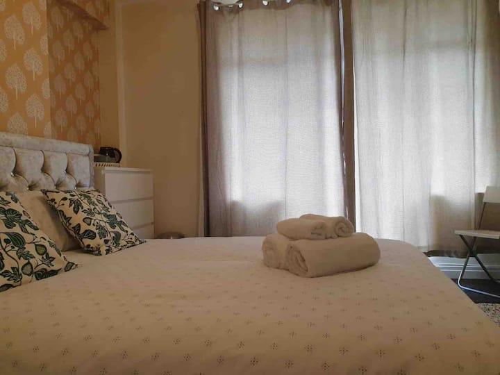 4- Double Room In Clifton Region