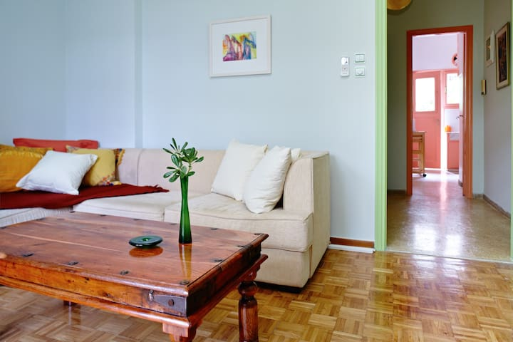 Shiny Happy Apartment People - Atenas - Apartamento