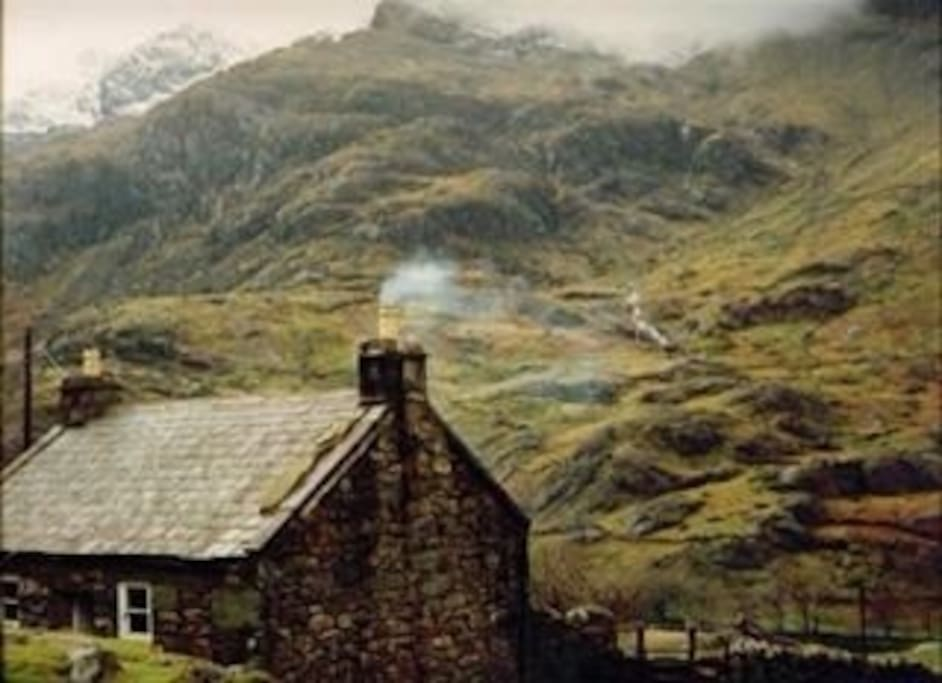 Snowdonian mountain cottage houses for rent in llanberis for Cottage in the mountains
