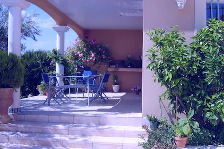 grande villa avec piscine avec vue - Nizas
