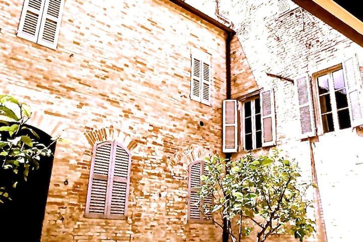 camera a palazzo, mezzanino - Fermo - Castello