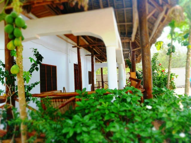 140m2 private holiday home next to Pongwe beach