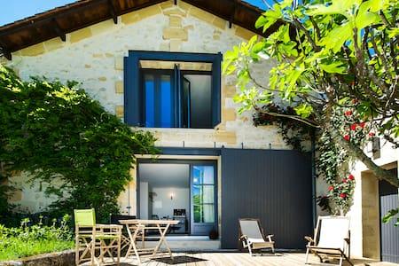 Grande Chambre Privée avec Piscine - Saint-Philippe-d'Aiguille - ที่พักพร้อมอาหารเช้า