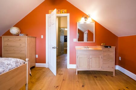 Cozy attic rooms in the Country - Honey Brook - Bed & Breakfast - 2