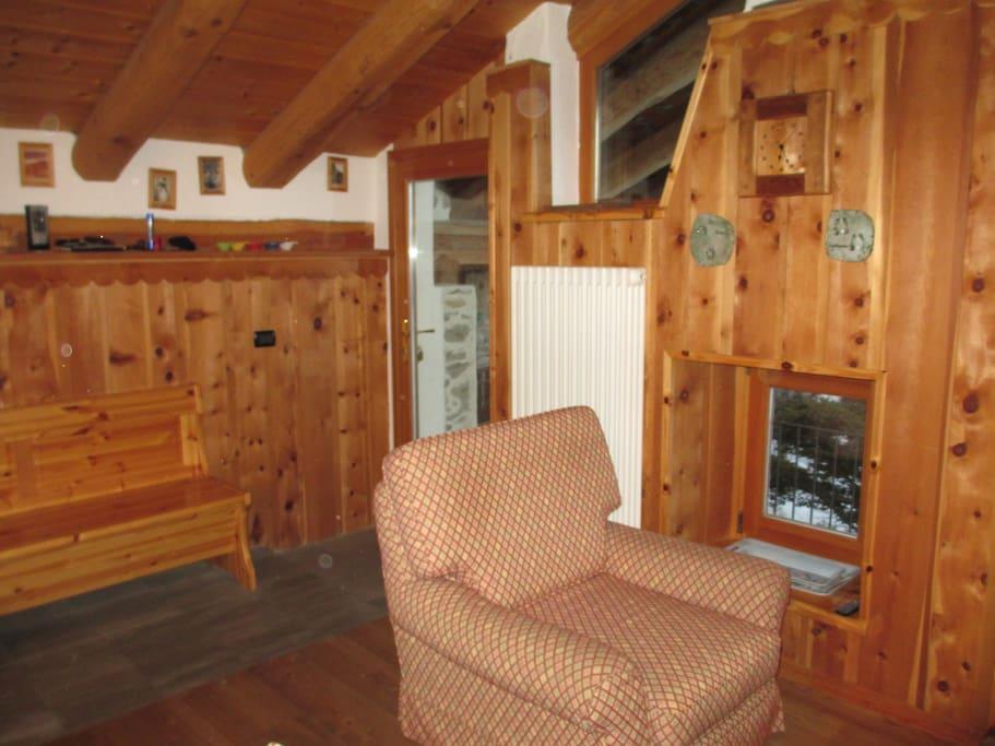 porta d'ingresso e poltrona -entrance and armchair