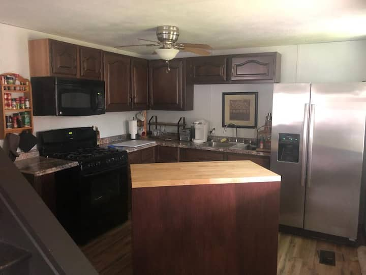 2 Bedroom Entire House W/off street parking