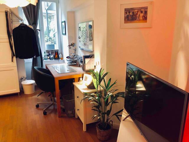 * Cosy Room in City Center (Schwabing) & Terrace *