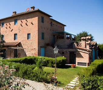 Fiordaliso farmhouse with pool - Montecchio
