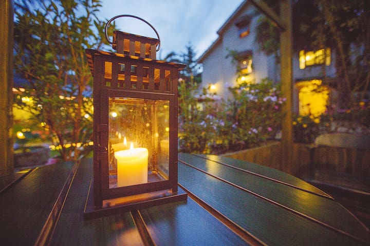 烛光点点,一个浪漫宁静的夜晚