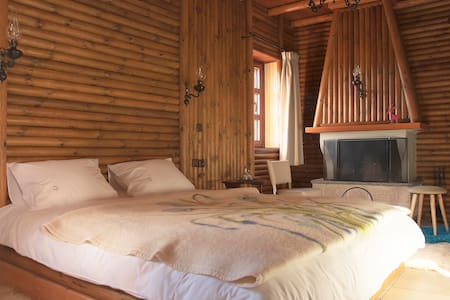 Wooden room in a traditional guest house in Zagori - Monodendri - Guesthouse