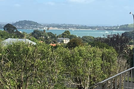 Haven in central Auckland 10 mins to CBD Beaches