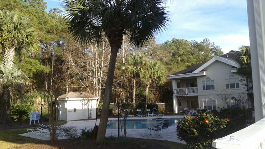 1 mile from Tanger Mall & Walmart - Myrtle Beach - Apartamento