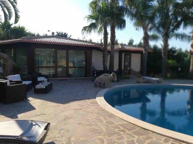 Villa con vista piscina in Provincia di Palermo
