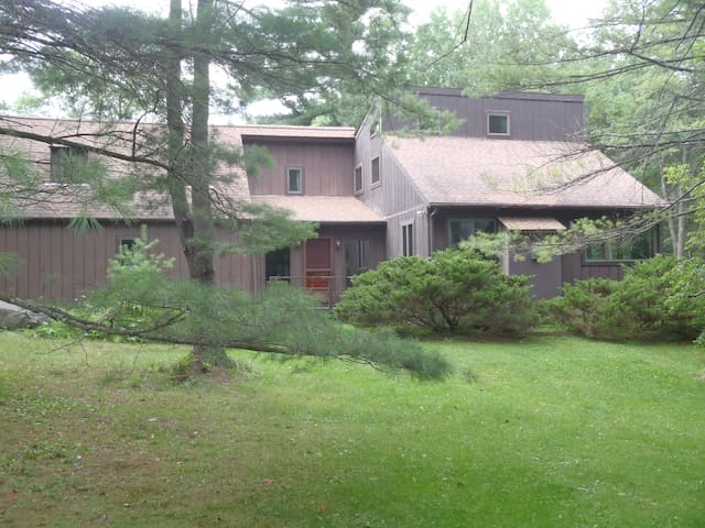 """Lenox""""Home away from Home""""Lodging3 - Lenox - Bed & Breakfast"""