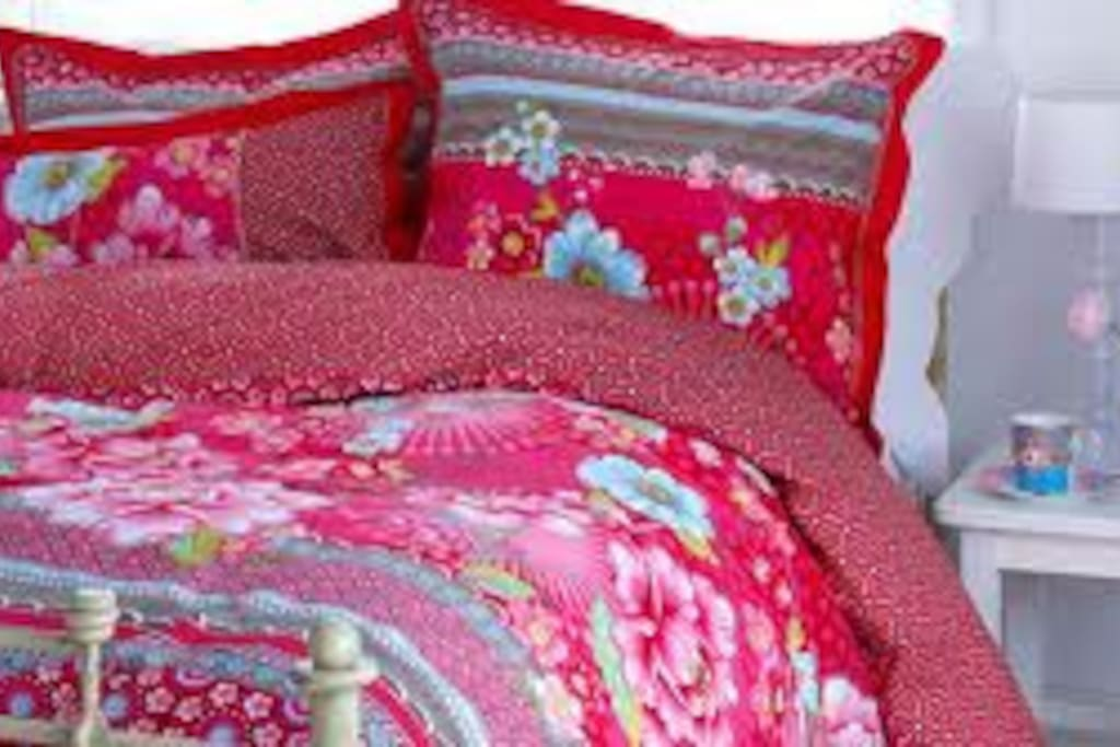 Beautiful linens and quilt