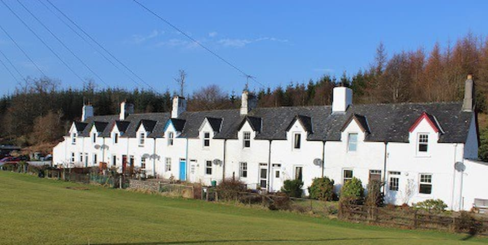 Crinan Canal Cottage No8 Lochgilphead