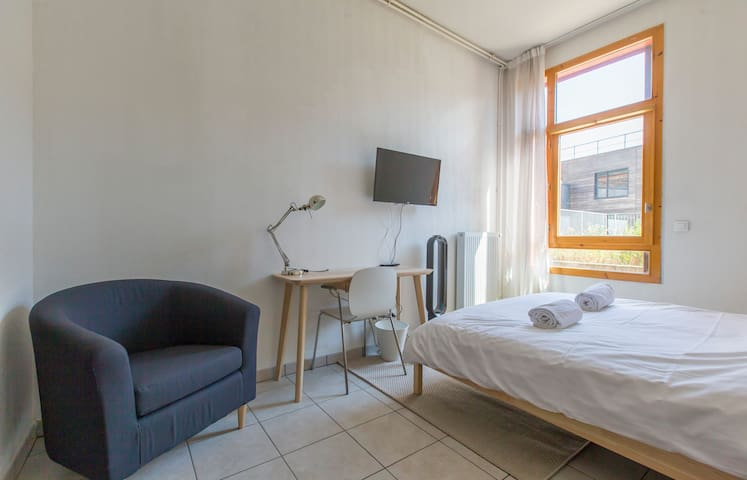 ENTIRELY EQUIPPED STUDIO IN GRENOBLE FOR 2 PEOPLE (114)