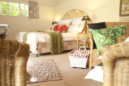 Yellow Wood - Cottage - Krugersdorp - Bed & Breakfast