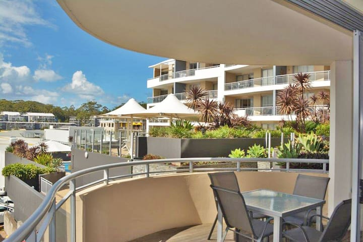 8 'Cote D'Azur' 61 Donald Street - central apartment, air conditioning, complex pool