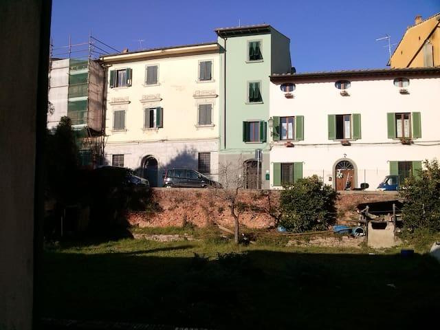 """Tuffo nel """"Medioevo"""" - Montopoli in Val d'Arno - Wohnung"""