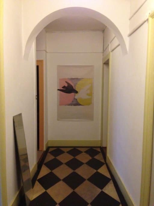 le couloir - the entrance