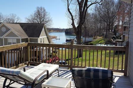 Lake view, large yard, handicap accessible. - Sherrills Ford - Casa