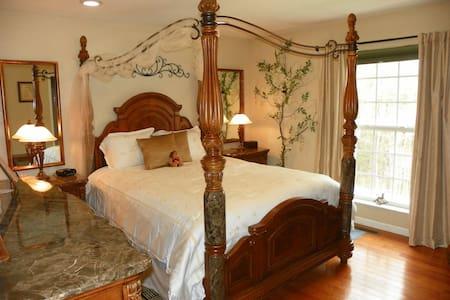 Enchantment Room Sweetberries B&B - Maryville - 家庭式旅館