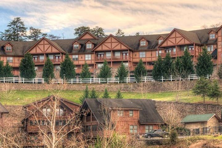 BeautifulCondoSleeps6MountainViewsCloseToDollywood