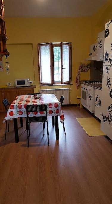 sala da pranzo/cucina (piano di sotto)
