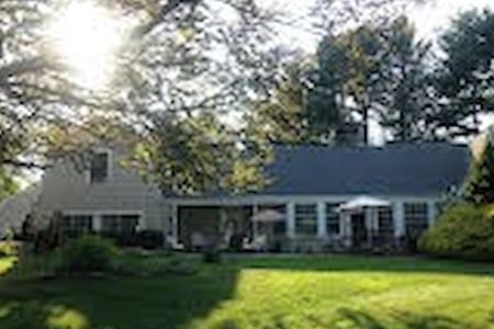 Former estate of Ed Sullivan - Southbury - Huis