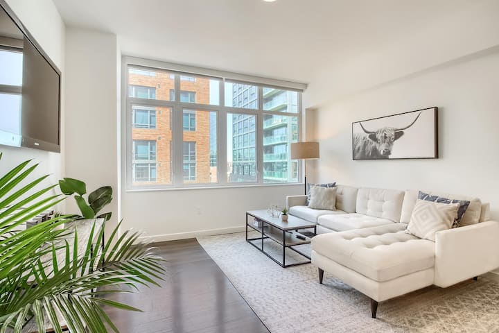 Stylish & Upscale 1BR Apt in the Heart of Denver