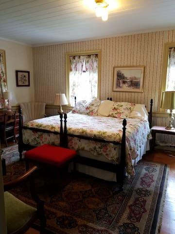 King bedded Rose Room