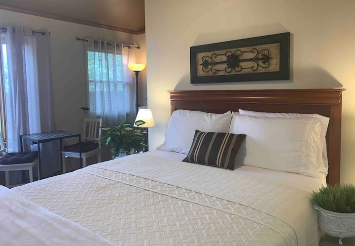 Enjoy Spacious Room private bath on Golf Course R2