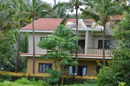 Luxury Fieldview 3 bedroom villa @ Chorao Island - 北ゴア