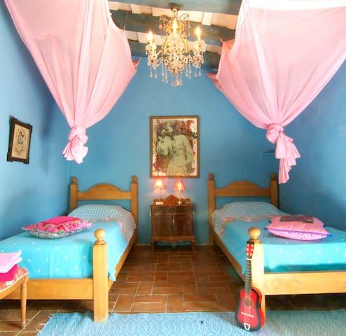 De Blauwe Spiegel, The Bleu Mirror, El Espejo Azul