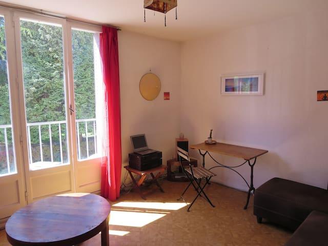 Un salon simple que j'ai voulu modulaire et accueillant.