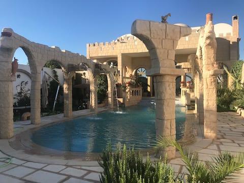 Villa prestigieuse, à Hammamet, près des plages.